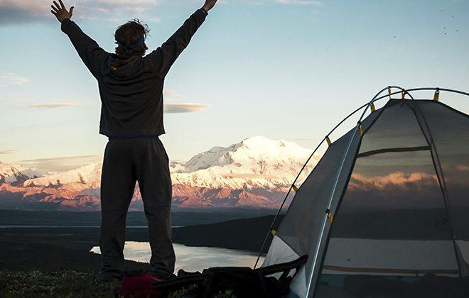 Homem em Camping - Onde acampar no Paraná